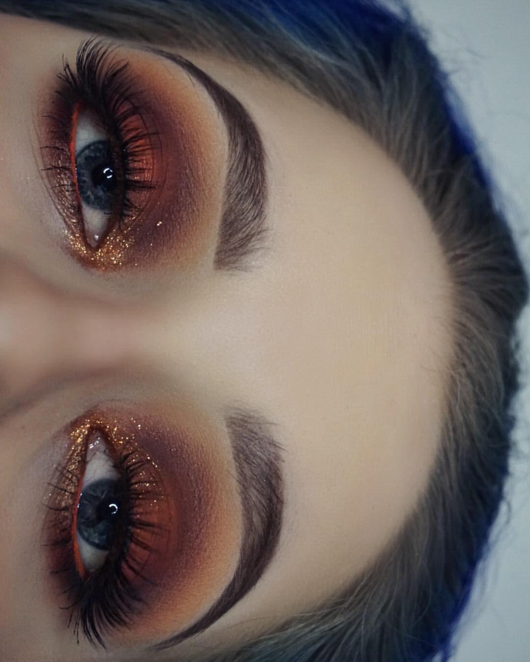 Warm eyes Contour makeup, Grey eye makeup, Glasses makeup