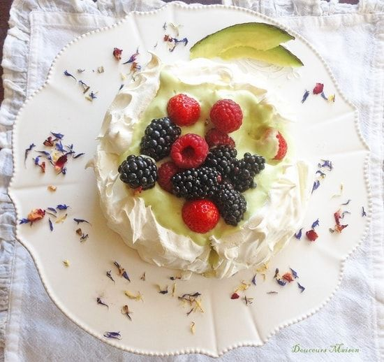 Pavlova Avocat et fruits rouges : la recette facile