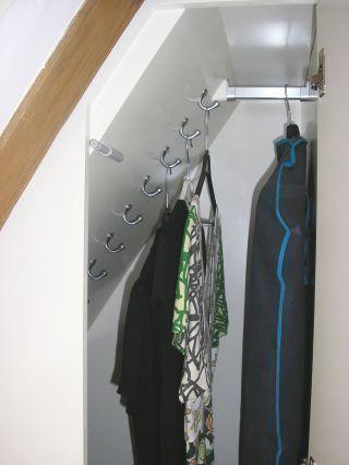 Tolle Idee für die Winterjacken auf dem Dachboden! …  #dachboden #tolle #wint…