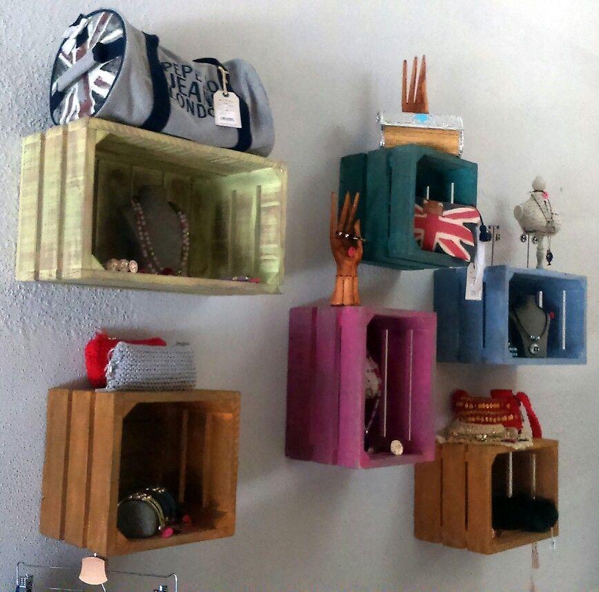 Cajas de fruta cajas de madera muebles para tiendas for Adornos de madera para pared