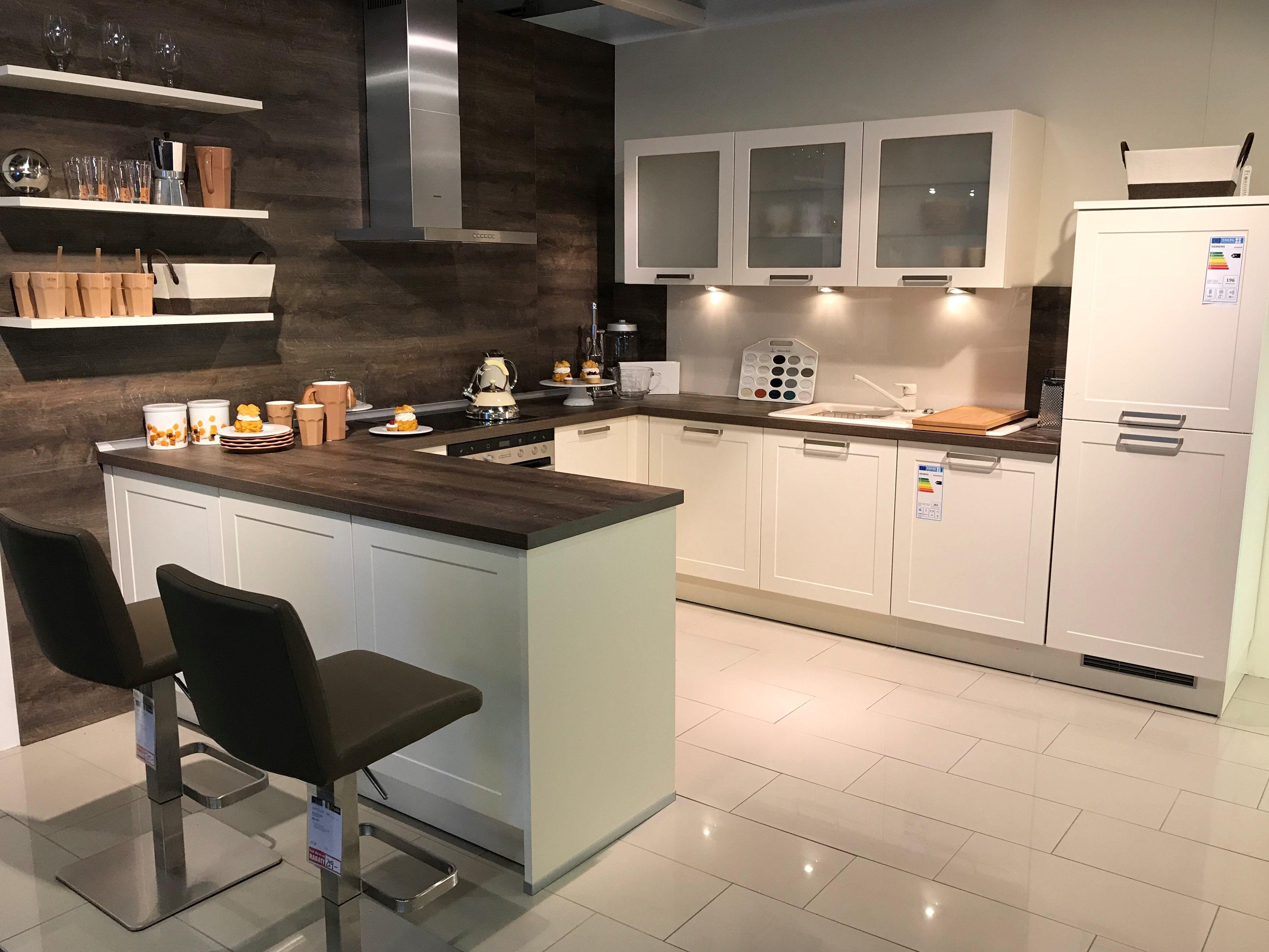 moderne Küche mit Bartresen | Küchen - Interliving Jobst Wohnwelt ...