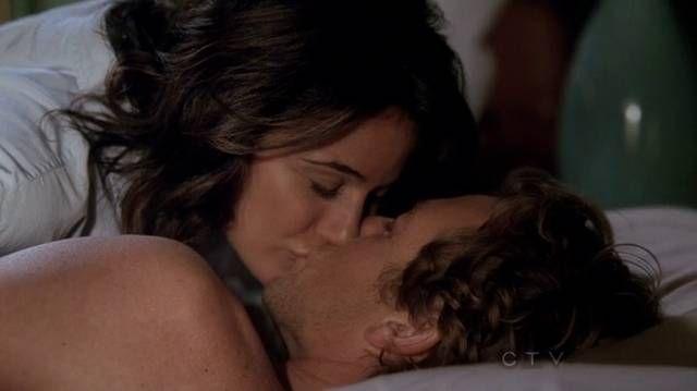 Patrick Jane (Simon Baker) and Lorelia Martins (Emmanuelle Chriqui ) kissing ~ The Mentalist