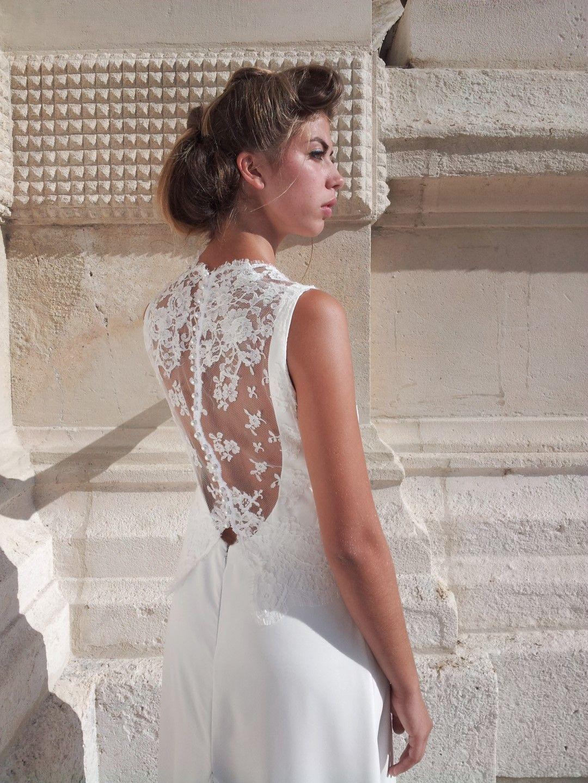une ligne tr s aristocratique tendance princesse chic cette robe de mari e est longiligne en. Black Bedroom Furniture Sets. Home Design Ideas
