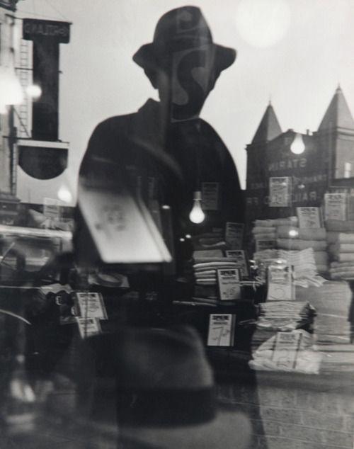 Lisette Model (1901-1983) - First Reflection, New York 1939-40. S)