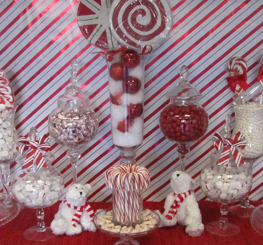 temática de mesa dulce de bastón de navidad decorada con colores rojo y blanco y oso polar, divina. #CaramelosArtesanalesNavidad #MesasDulcesNavidad #RegalosDeDulcesNavidad