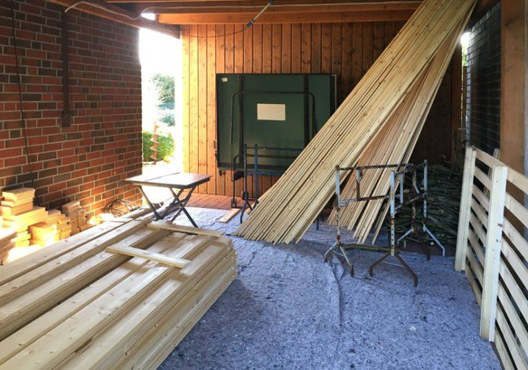 Gartenhaus mit DopppelPultdach Vinea40 wird aufgebaut