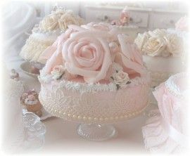 sier taart Brocante sier taart met grote rozen   mp zeep | Pinterest   Rozen  sier taart