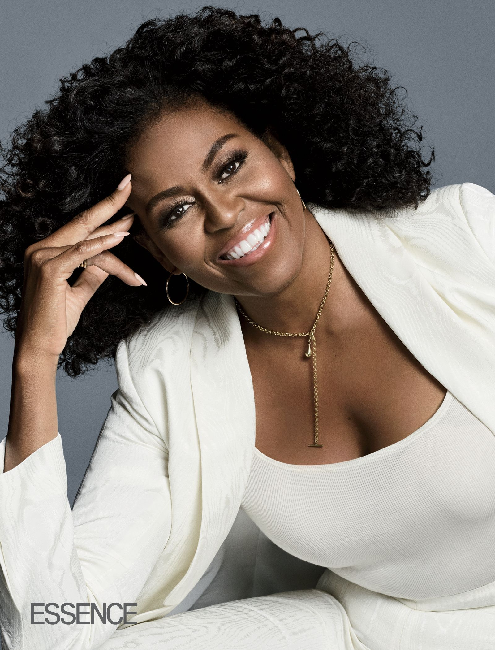 Michelle Obama Shows Off Her Natural Curls On The Cover Of Essence Refinery29 Michelle Obama Fashion Michele Obama Barack And Michelle