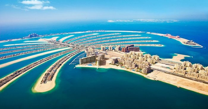 Palm Jumeirah Dubai Is The World S Largest Man Made Island And House A Number Of Luxury Hotels Resort Apartments Home To Atlantis