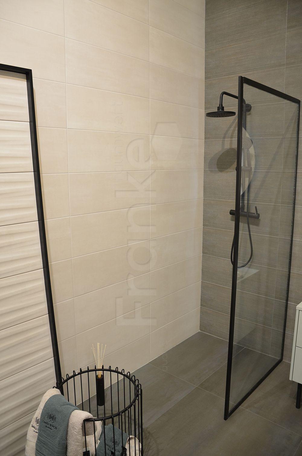 Uberlegen Die Oberfläche Setzt Auf Eleganz Und Wunderbare Lichtspiel #dusche #shower  #wandfliese #walltile