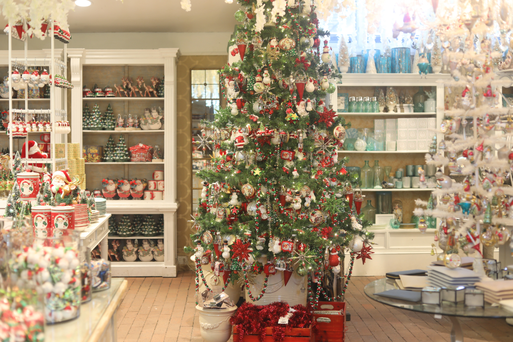 b8cfaa8b91030c40ae4c10c0234510f4 - When Does Rogers Gardens Decorated For Christmas