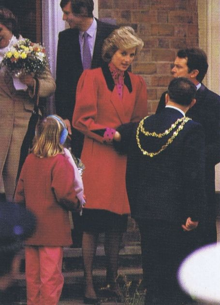 1986-02-23 Diana opens the Cedar School, previously named the Druids Heath Centre, in Walsall, West Midlands