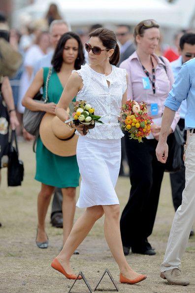Princess Mary Photos - Prince Frederik and Princess Mary at Bondi Beach - Zimbio