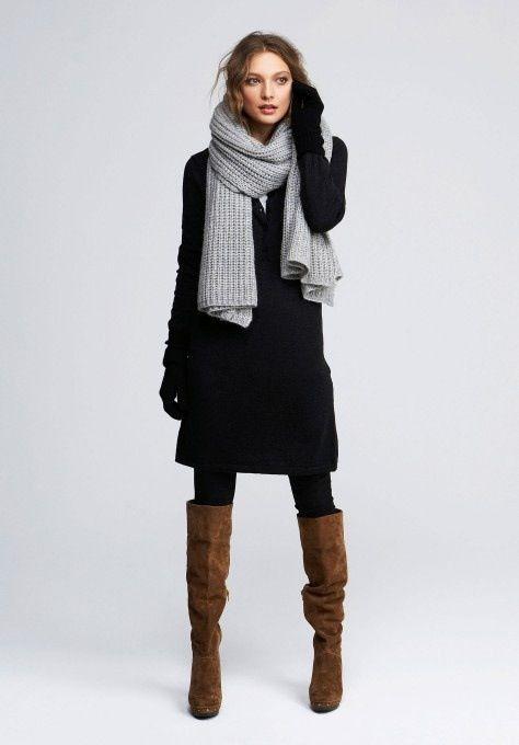 Photo of svart kjole, grått skjerf, svarte strømpebukser, brune støvler