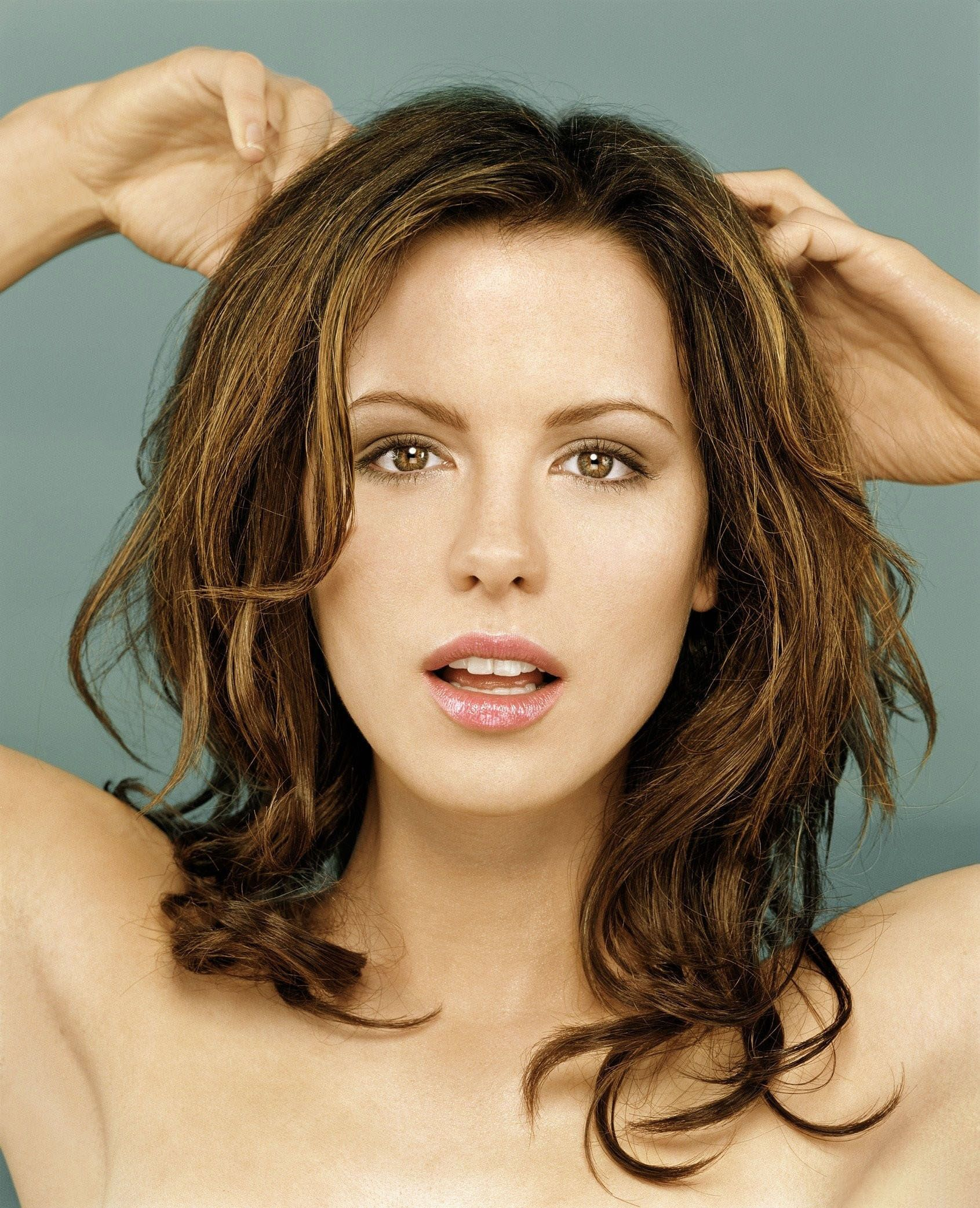 Kate Beckinsale 2001 portrait (Xpost from /r/FamousFaces
