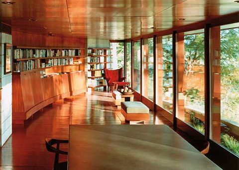 A Frank Lloyd Wright's house restored only to entertain friends. To see more, click on the image.
