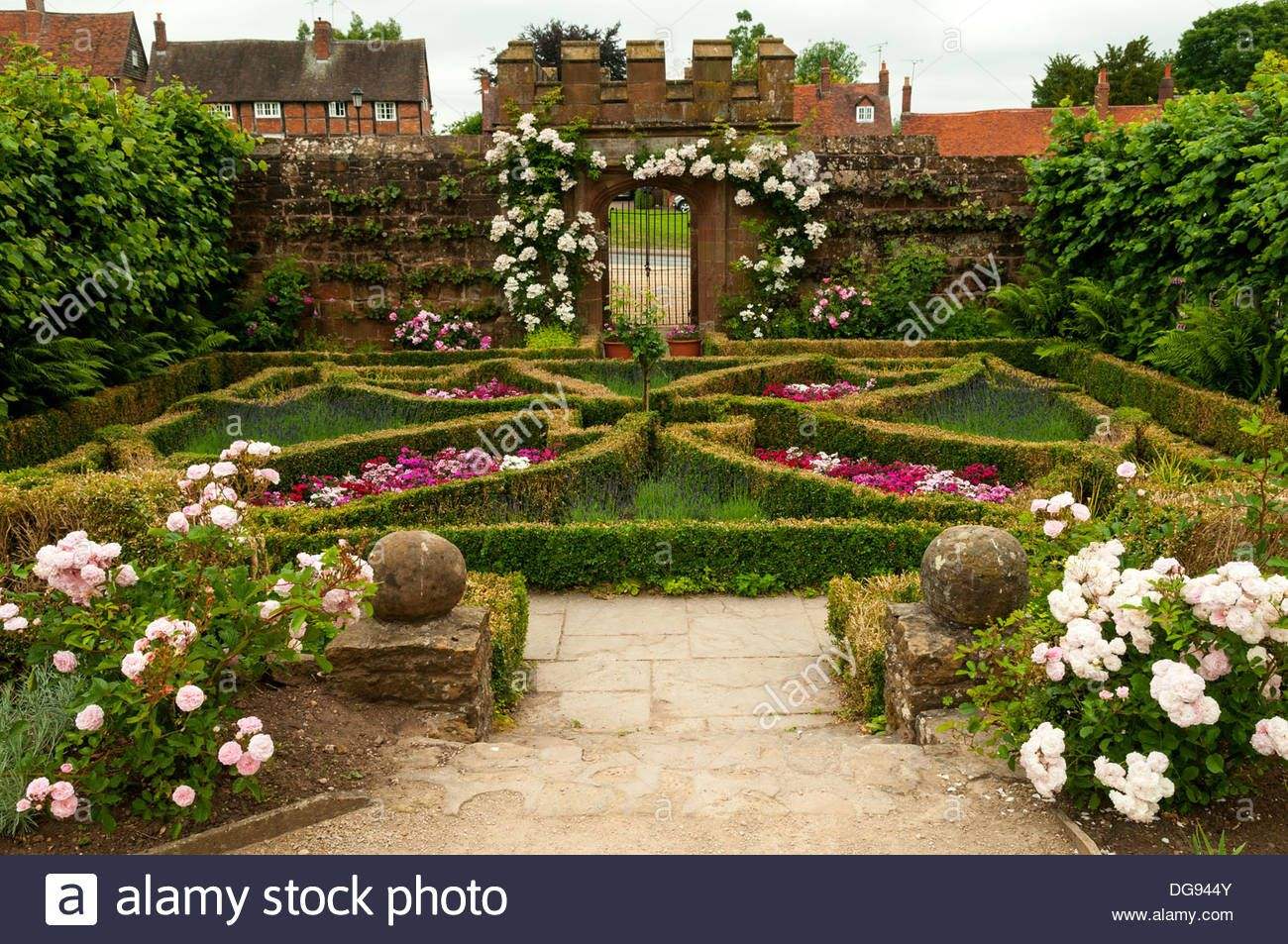 Image result for kenilworth gardens | Kenilworth castle ...