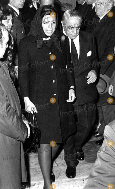 Christina Onassis With Her Father Aristotle Onassis At The Funeral Of Alexander Onassis 1973 Aristotle Onassis Jackie Onassis Jackie Kennedy