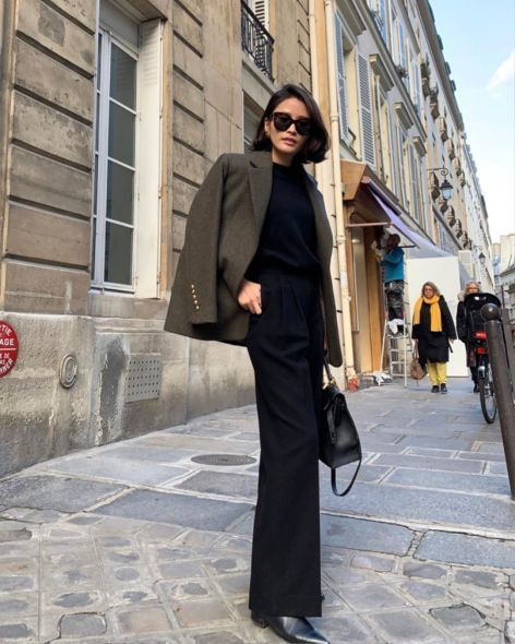 15 Fabulously Stylish French Women To Follow for Inspiration on Instagram - Hello Bombshell! When it comes to chic aesthetic in classic style, street style, fashion, beauty, and lifestyle, French women have got effortless Parisian chic style down. In need of style inspiration? All black with overcoat and black boots outfit.