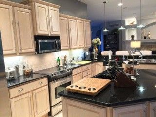 Grey Kitchen Walls With Oak Cabinets i have pickled oak cabinets and want to paint my walls gray (light