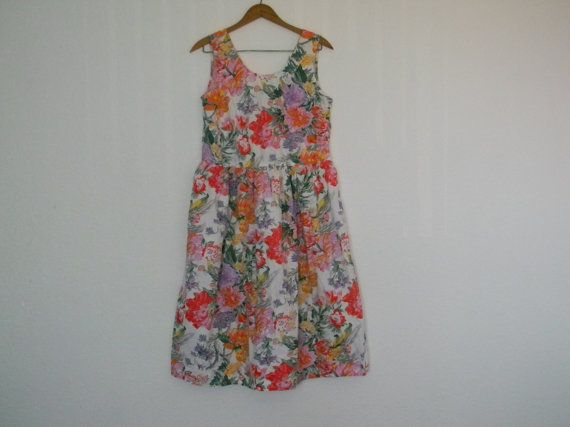 Vintage 1980's Floral romantic shabby chic MOD dress sleeveless summer dress scoop neck v neck garden party sundress cotton size S