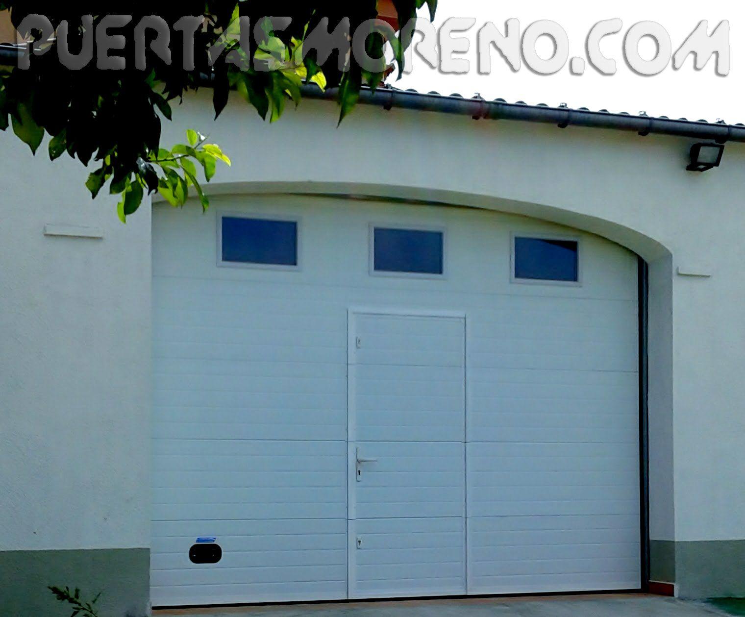 Puerta Seccional Con Puerta Peatonal Incorporada Seccional Puertaseccional Automatismo Puertaautomática A Puertas Automaticas Puertas Interiores Puertas