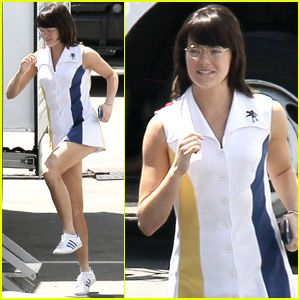 Emma Stone Gets Into Character As Billie Jean King On Battle Of The Sexes Set Emma Stone Billie Jean King Emma
