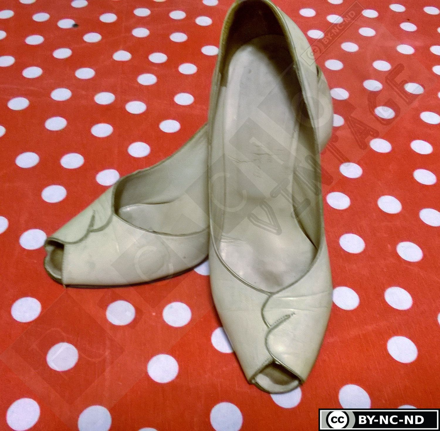 Vintage 60s off white leather opentoe woman shoes di RCClo su Etsy