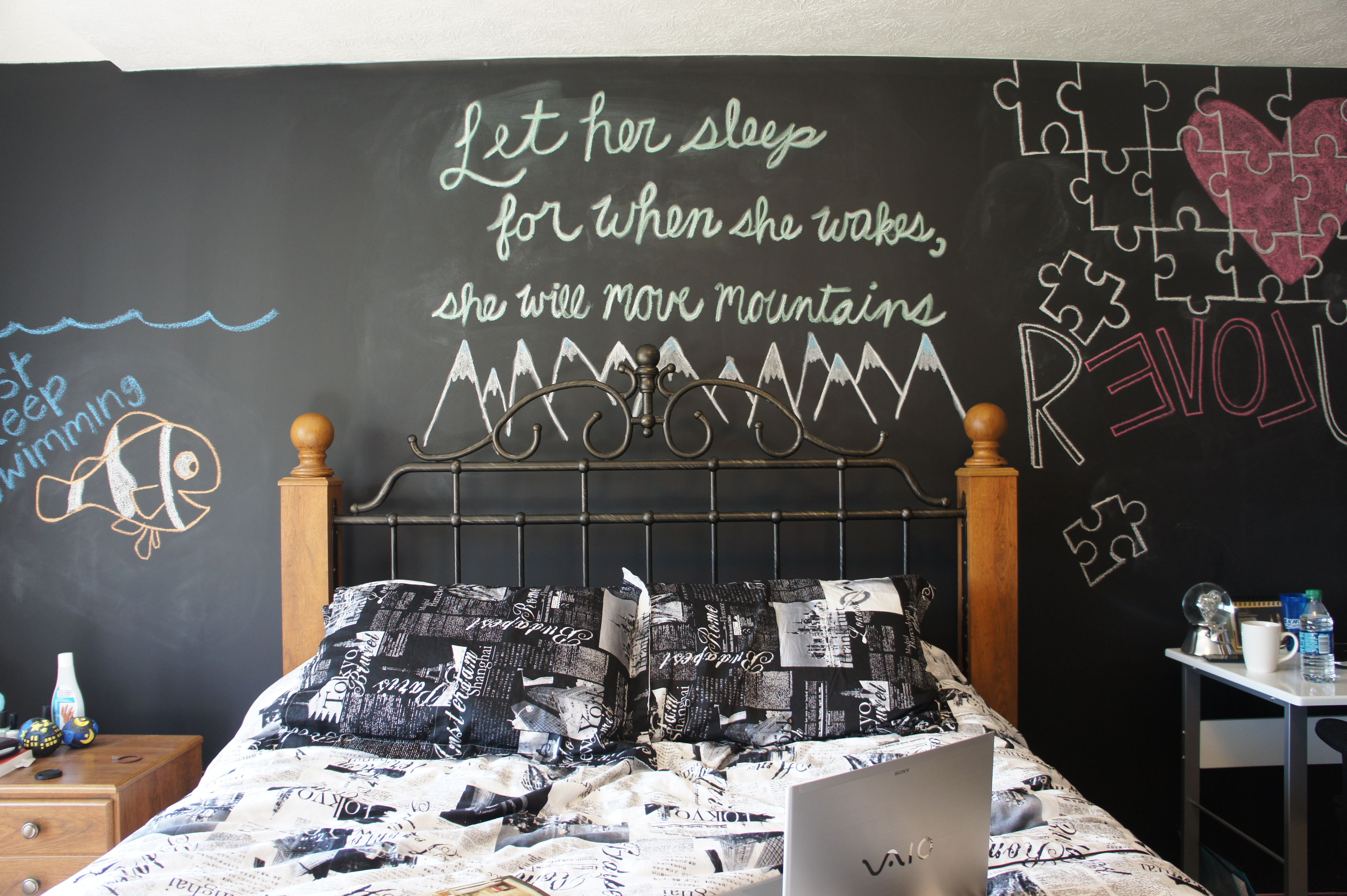Chalkboard walls. #bedroom #chalkboardpaint #art ...