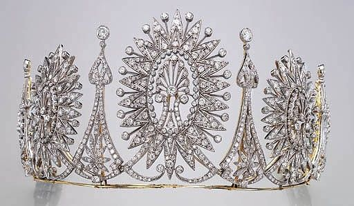 Diamond Tiara auctioned by Christie's in 2001. Can also be worn as a necklace.