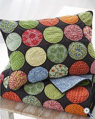 Cafe Cartolina: Spotted quilt Love this quilt might make it Boro style.,MUITO LINDAS ESTA ALMOFADAS COM ESTES DETALHES  REDONDOS