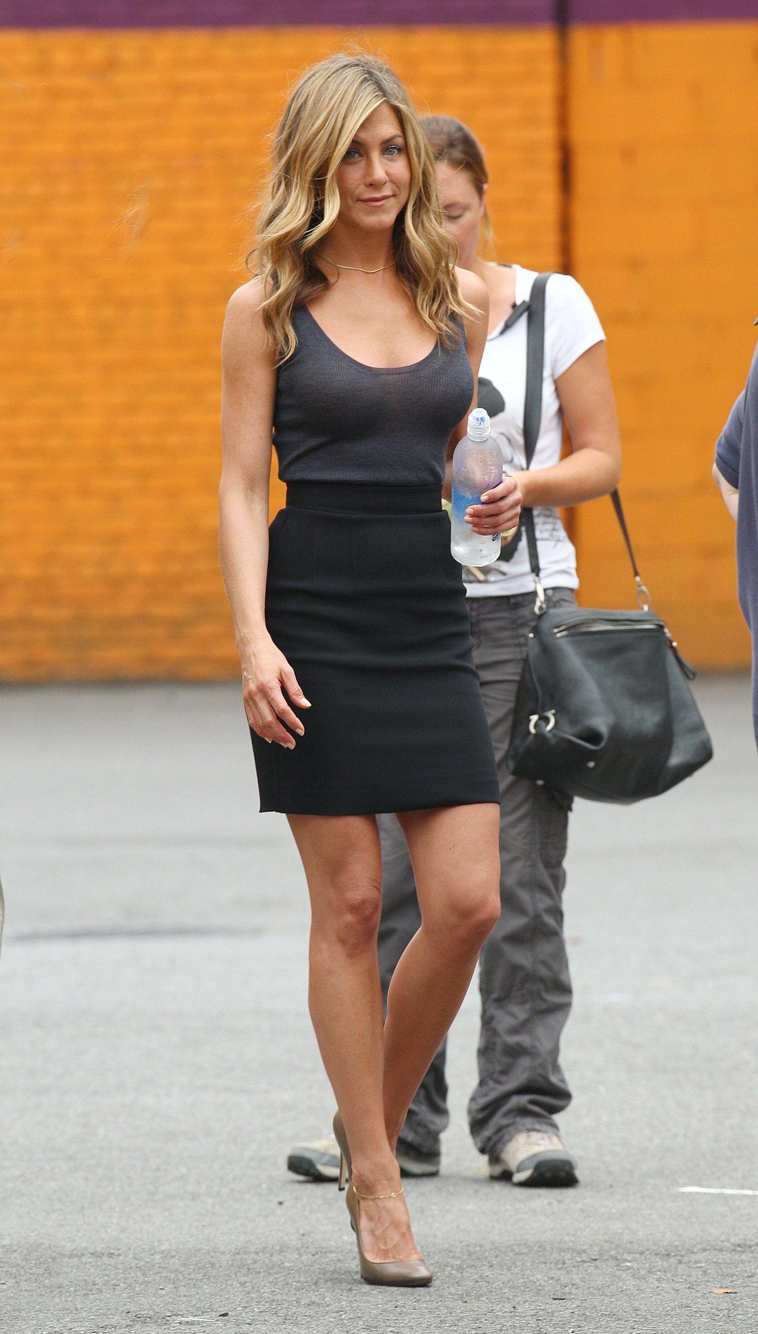 Jennifer Aniston Candids on the Set Of Bounty Hunter in New York, Jul 17, 2009