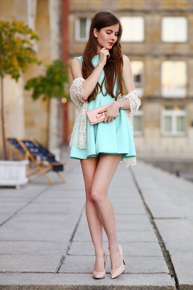 1de1192f13 Kobiecy elegancki styl  z czym nosić krótkie sukienki