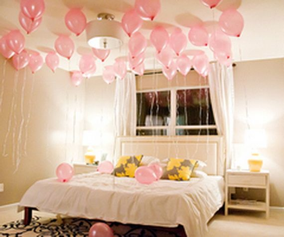 Beautiful bedroom decorating ideas for valentine s day for Bed decoration anniversary