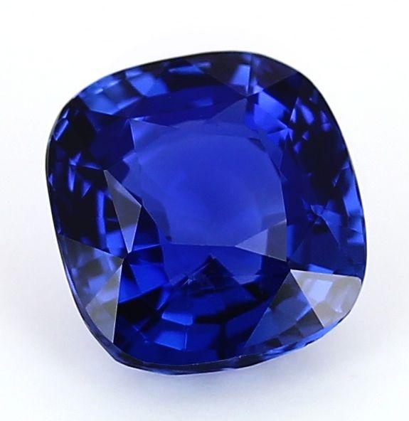 un saphir royal blue non chauff parfaitement pur une. Black Bedroom Furniture Sets. Home Design Ideas