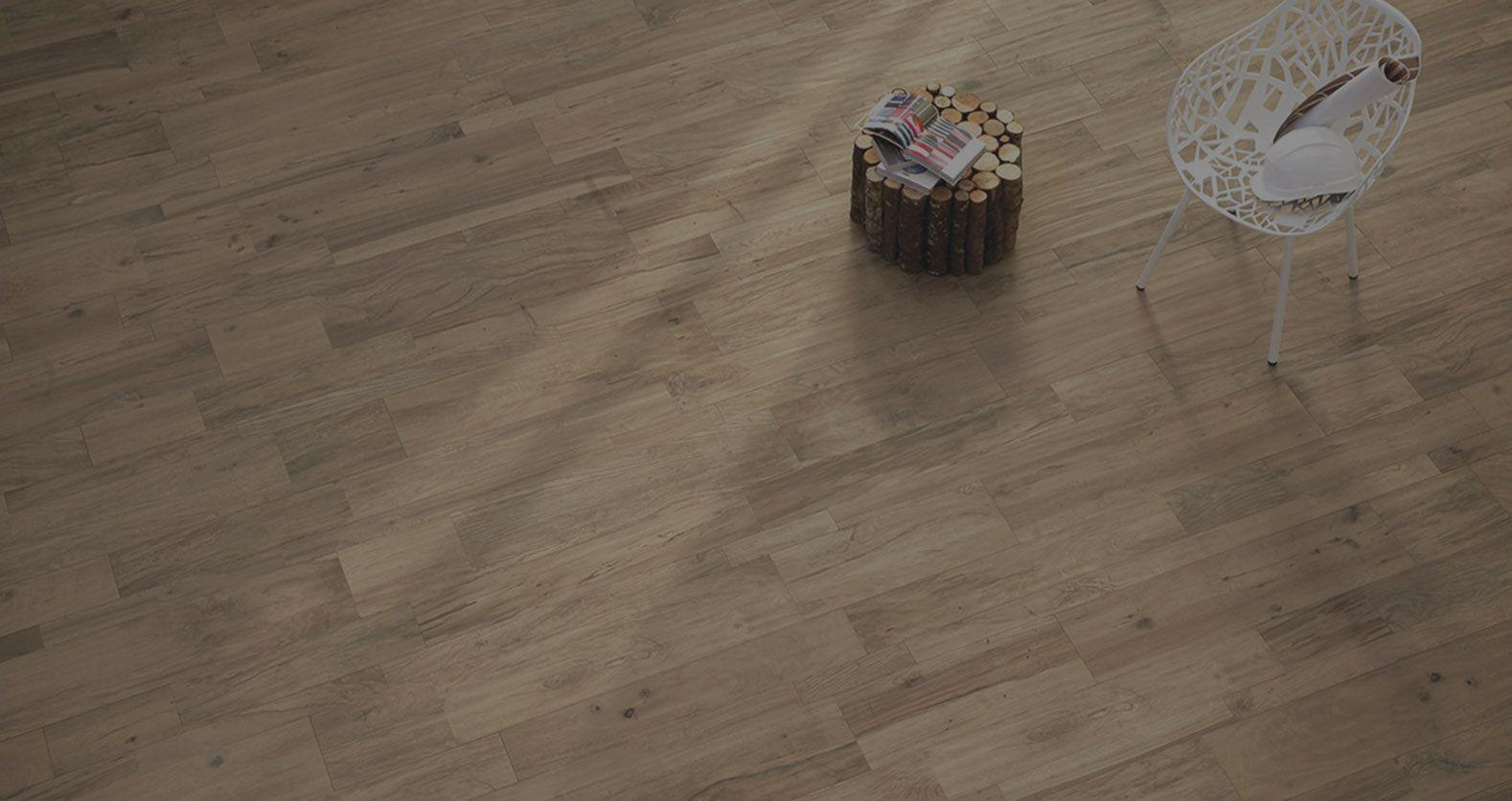 Carrelage Aspect Plancher Brut Interieur Exterieur Smokewood Avec Images Carrelage Imitation Parquet Carreaux De Sol Carrelage