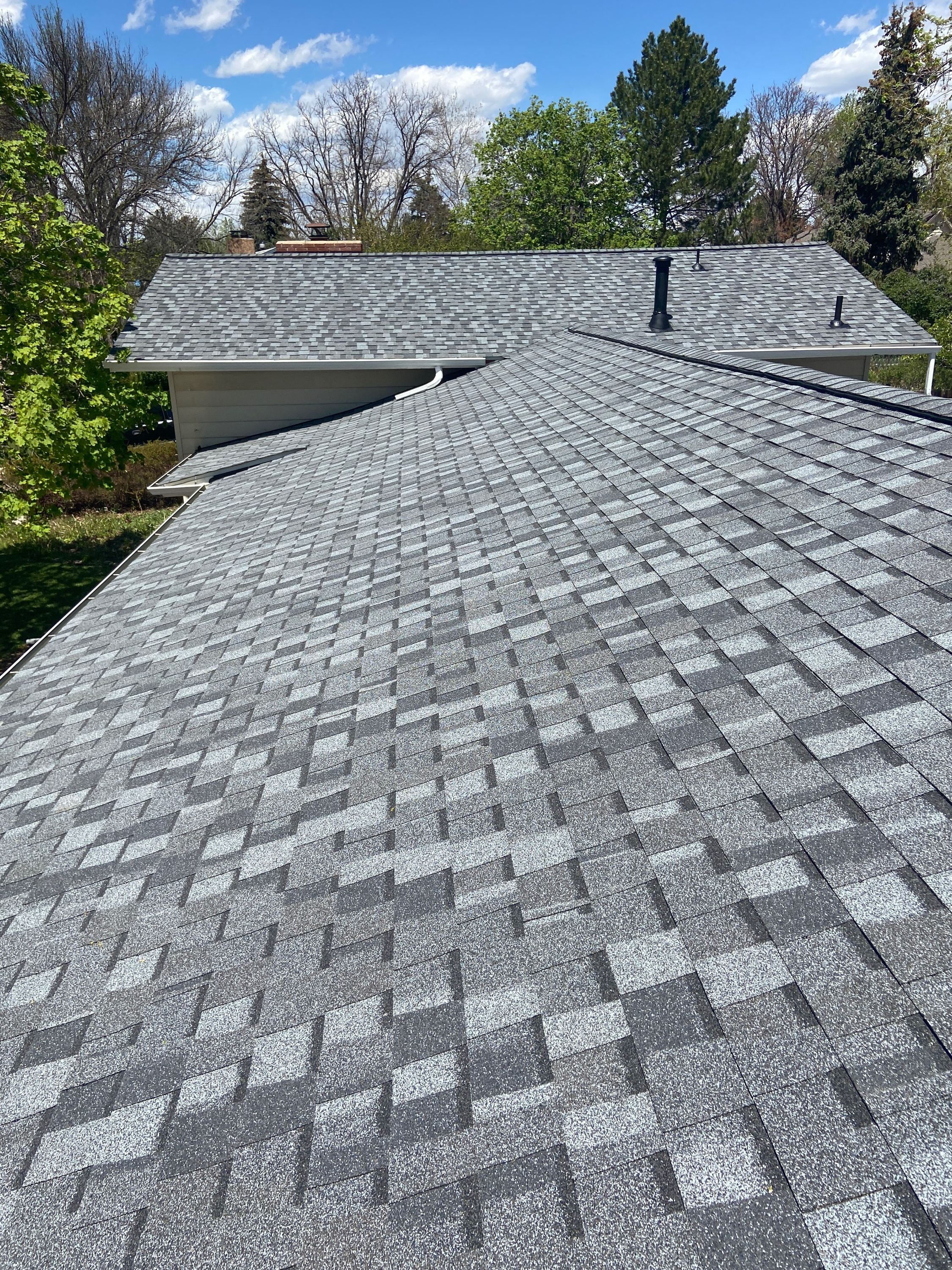 Certainteed Northgate Pewter In 2020 Certainteed Shingling Roofing Contractors