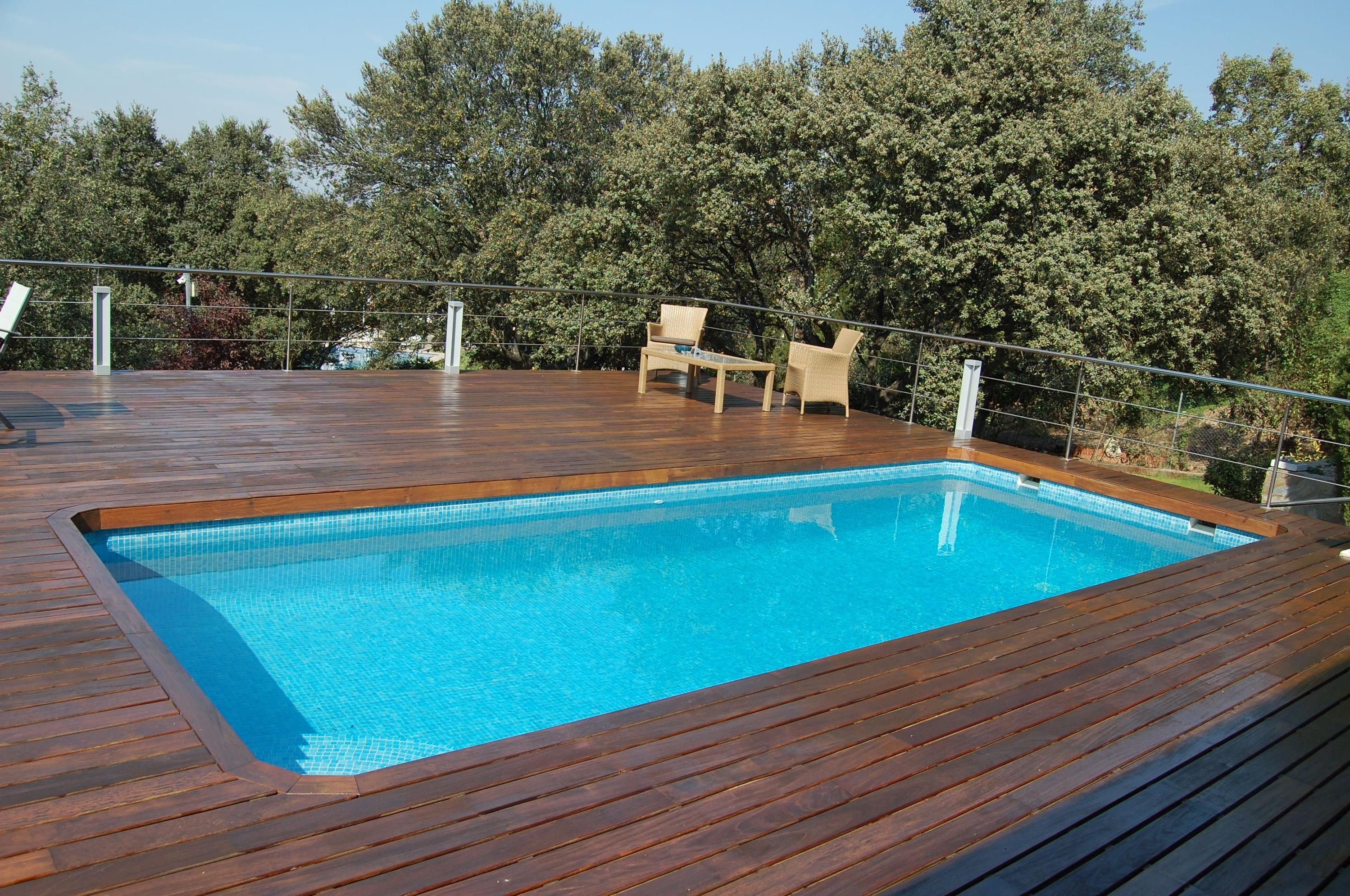 Piscina gresite blanco como construir una piscina for Estructuras para piscinas