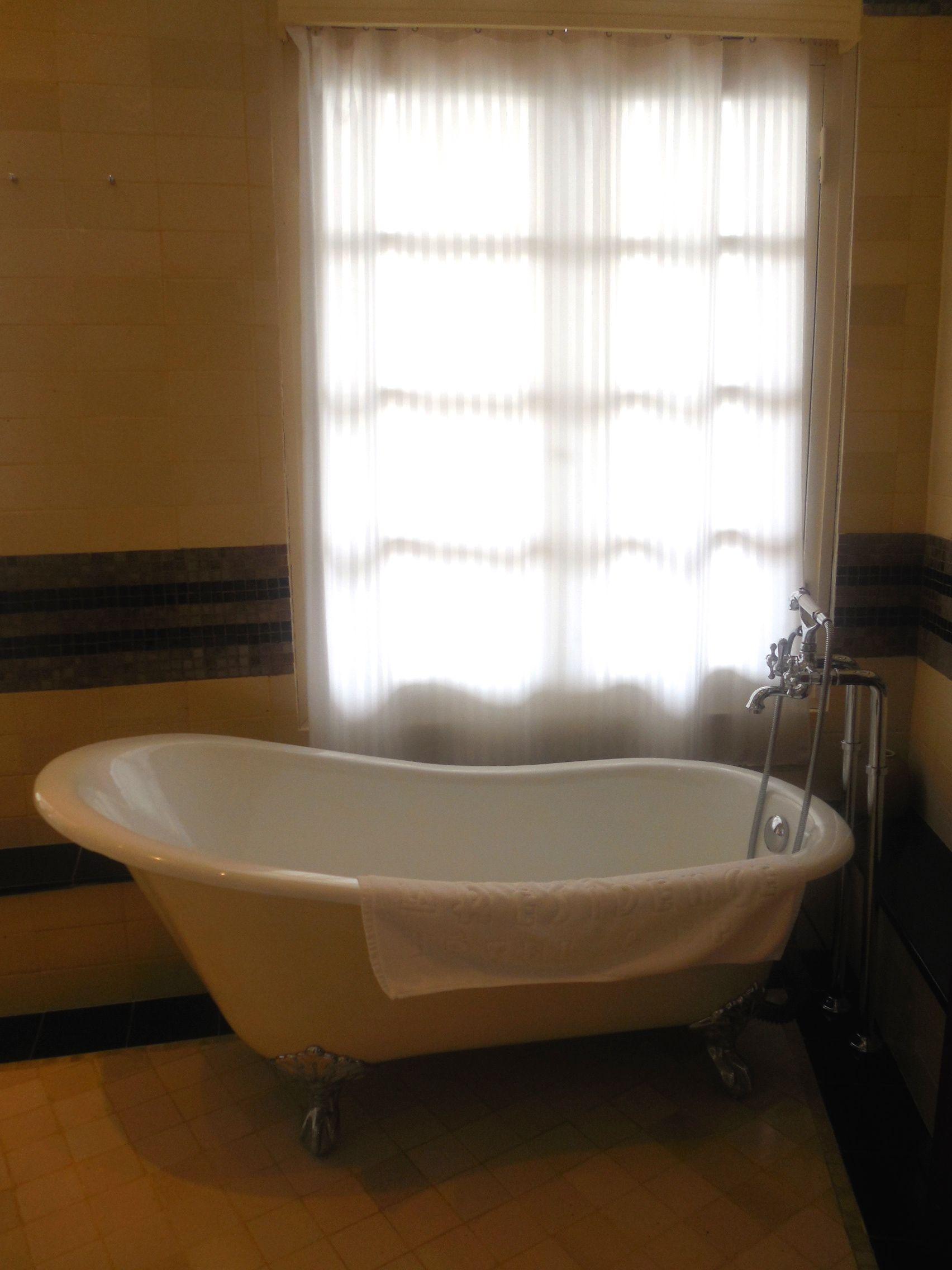 Retro style bathtub | Bathroom ideas | Pinterest | Retro style and ...