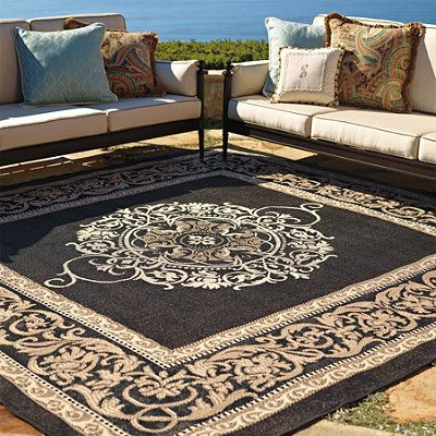 Frontgate S Medallion Outdoor Rug Brings Comfort And Luxury To Open Patios Fully Weatherproof Mold