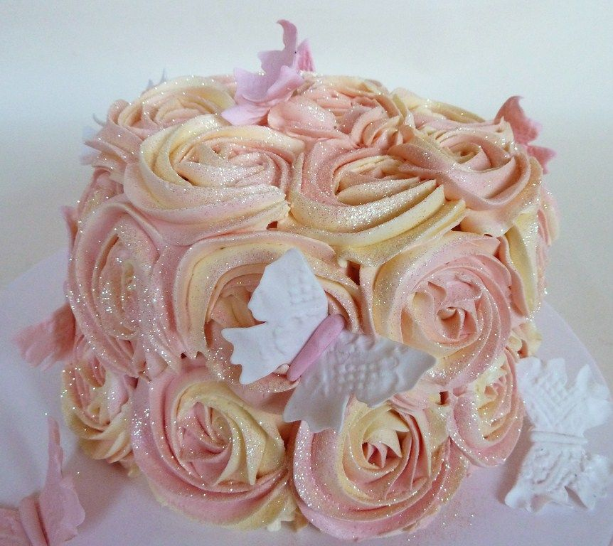 Cake With Roses Buttercream : Buttercream rose cake and cupcakes Cake, Amazing cakes ...