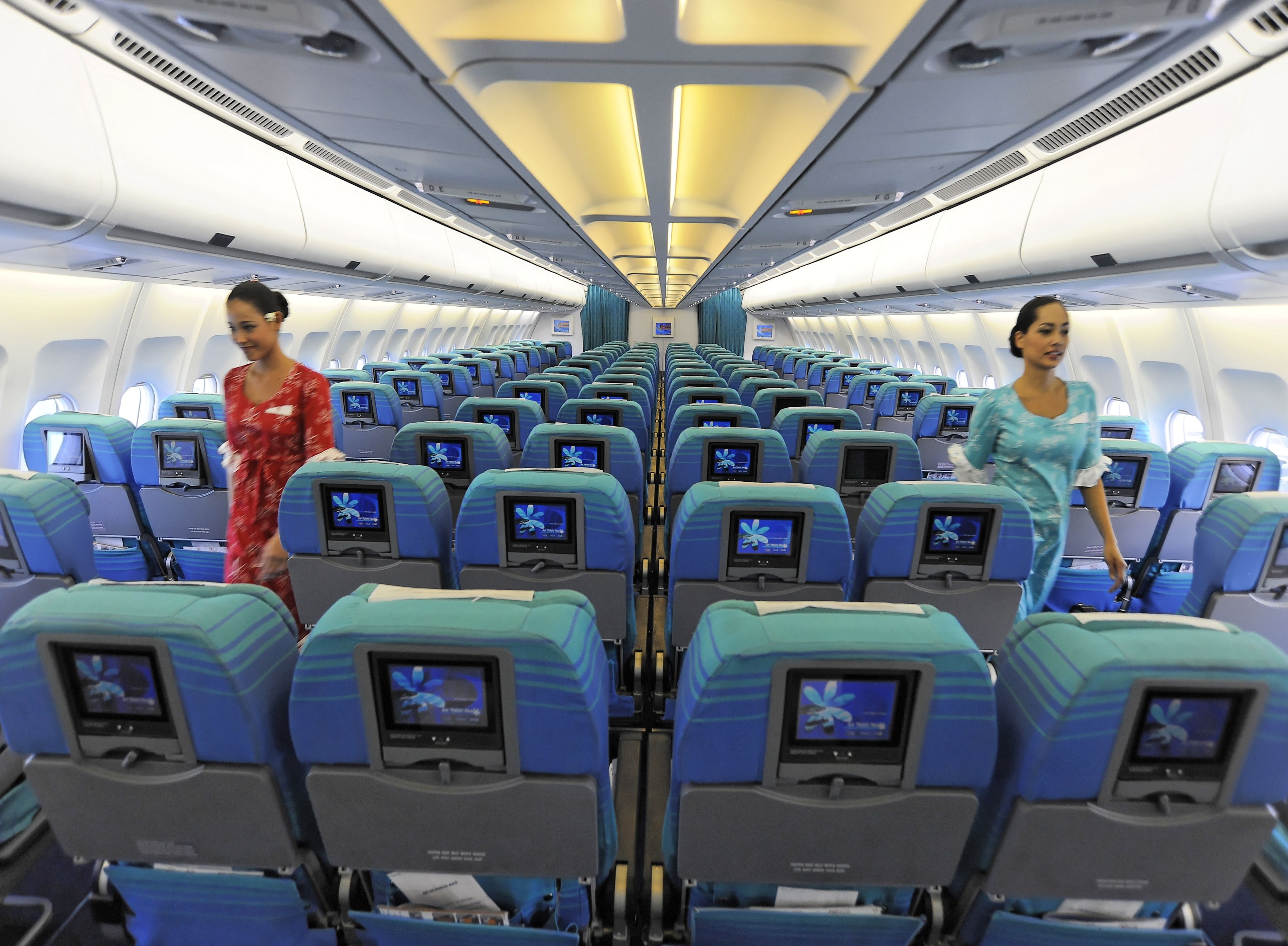 Air tahiti nui moana economy class cabin air tahiti nui for Avion air transat interieur