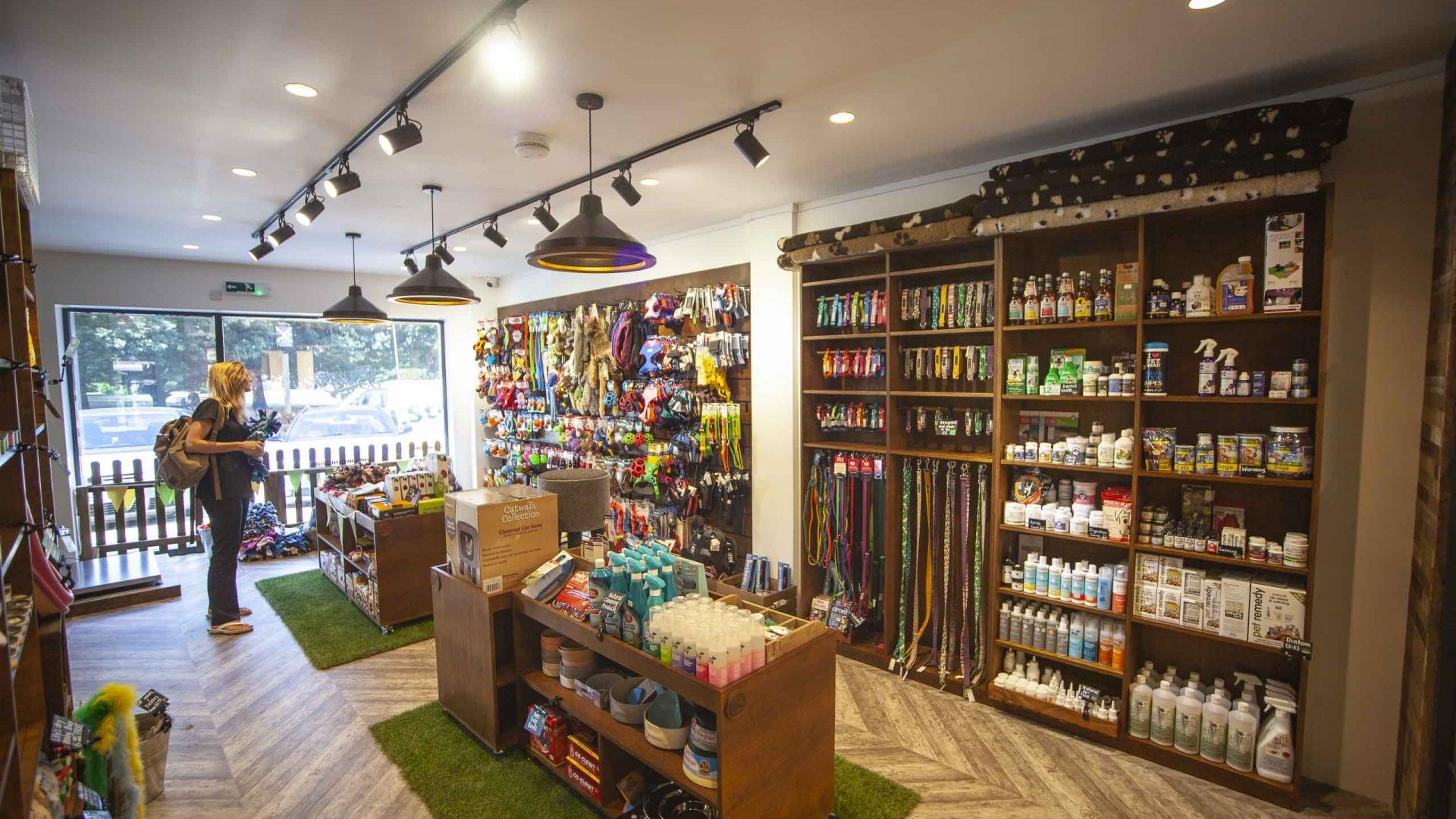 Design and Fitout for Browns Natural Pet Store