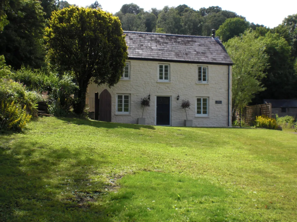 Tintern Abbey Cottage 5 Fabulous Abbey Views Cottages For Rent In Tintern In 2020 Cottage Retreat Cottage Retreat
