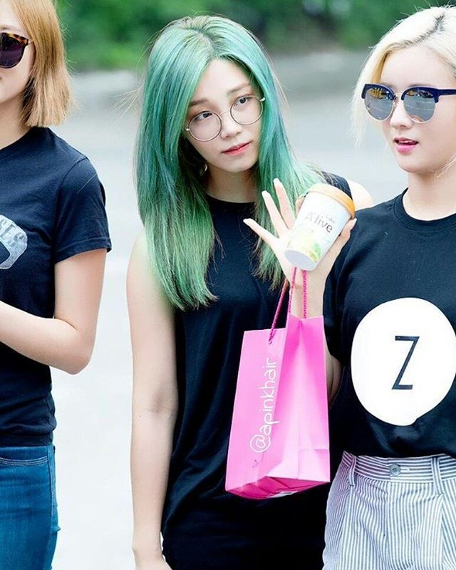 Eunji green hair mixed with turquoise! Requested by @_imrss  #apinktaehair
