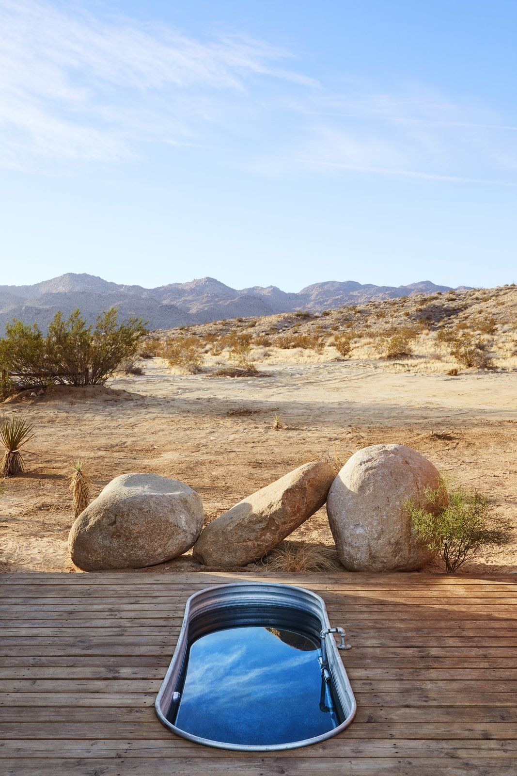 These Tiny Off The Grid Cabins Near Joshua Tree Look Totally Apocalypse Proof Outdoor Tub Outdoor Bathtub Outdoor Baths