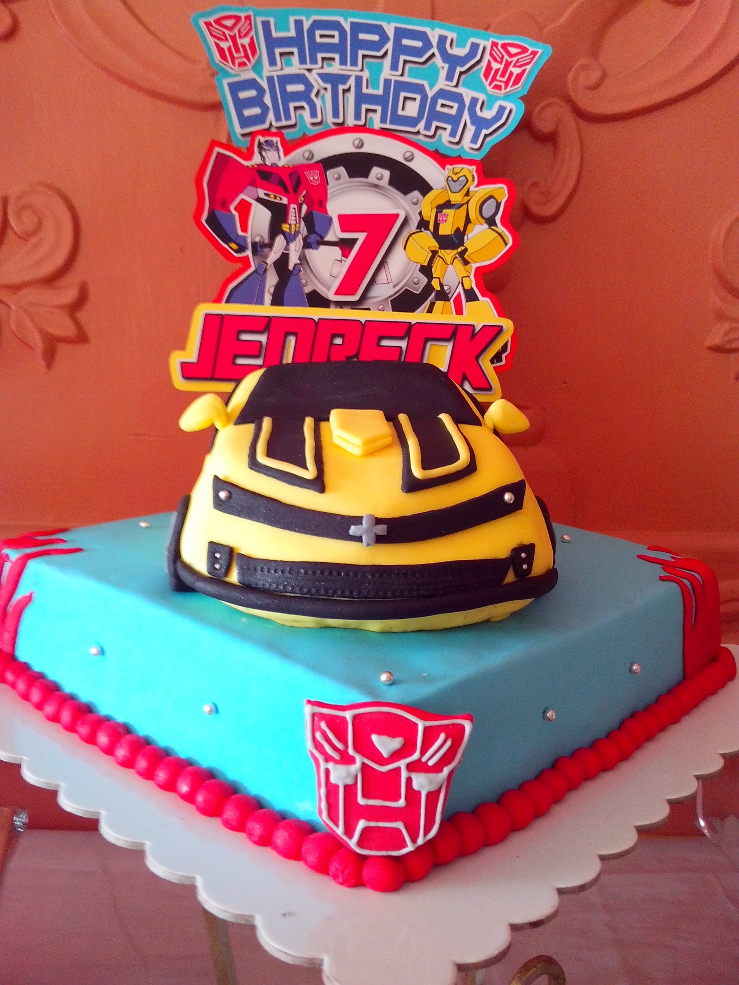 This Gorgeous Transformers Bumblebee Birthday Cake Was