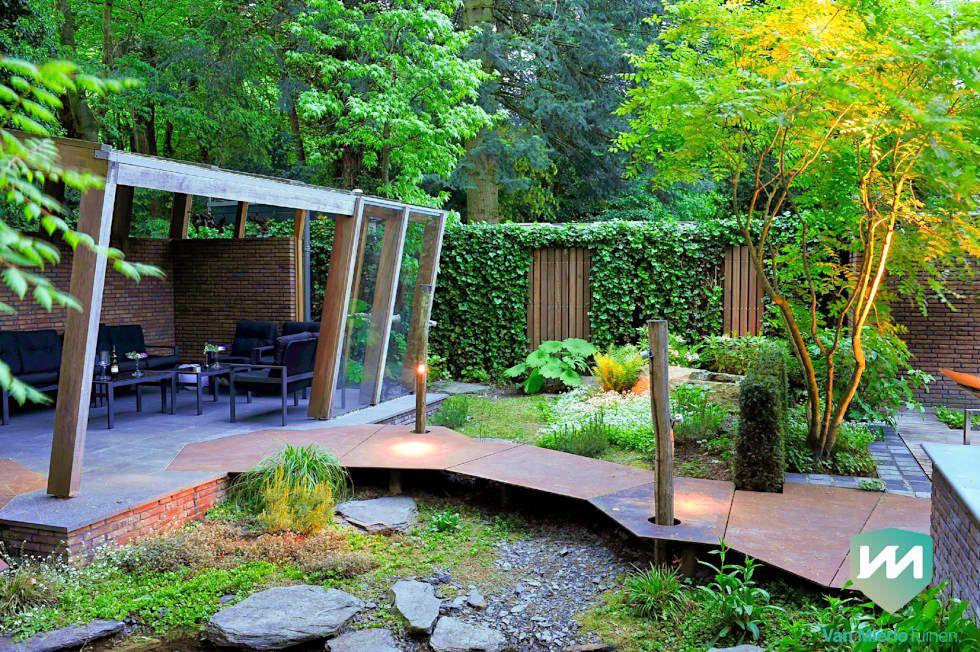 Exclusieve bostuin met waterloop en infinity pool: tuin door van