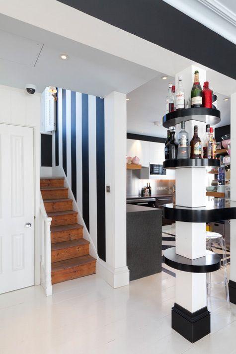 Como decorar colunas no meio da sala veja 25 ideias - Como amueblar una cocina cuadrada ...
