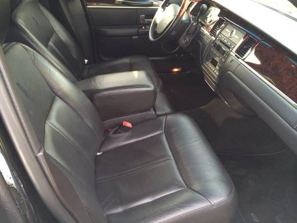 2011 Lincoln Town Car Interior